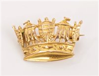 Lot 7 - Fine gold (9ct) Mural Crown brooch with pin...