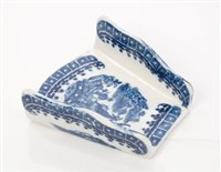 Lot 13 - 18th century Caughley blue and white asparagus...