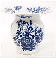 Lot 19 - SCarsce 18th century Worcester blue and white...