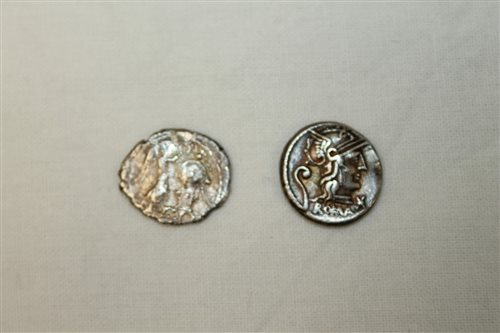 Lot 31 - Ancients - Roman Republic Silverer Coinss - to...
