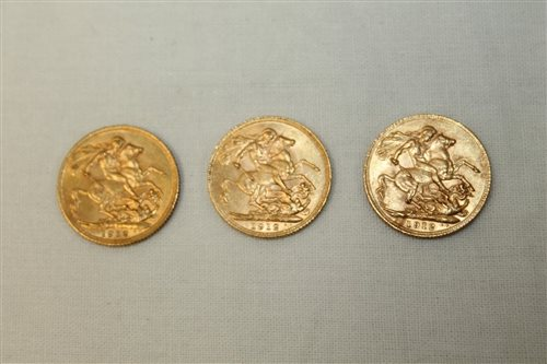 Lot 34 - G.B. gold Sovereigns - George V 1912 (x 3)....