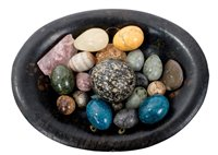 Lot 712 - Collection of carved hardstone eggs - to...