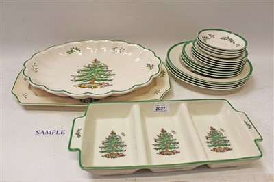 Lot 2021-Spode Christmas Tree pattern tea and dinner service (36 pieces)