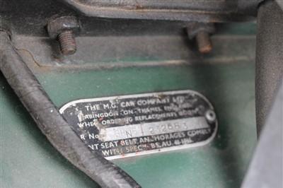 Lot 2952-1971 MGB Roadster, Reg. No. EKH 775J, finished in British Racing Green with a Black Vinyl interior
