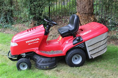 Lot 1-Honda HF2315 ride on lawnmower / tractor, with 2 keys and manual, originally supplied new by Ernest Doe, Colchester and believed to be approx 1 year old
