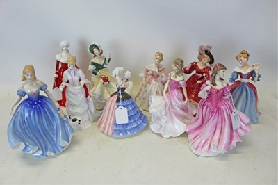 Lot 2005-Ten Royal Doulton ladies- Patricia HN3365, Lucy HN3858, Lauren HN3975, Christmas Day 2002 HN4422, Christine HN3905, Melissa HN3977, Amy HN3316, Winter Walk HN4689, Susan HN4777 and Sophie HN3995 (1...