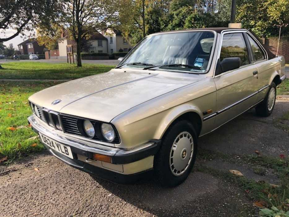 Lot 2952-1986 BMW 318i Automatic Baur TC2 Convertible, finished in Bronzit Beige, Reg. No. D624 YLB
