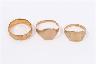 Lot 24-18ct gold wedding ring and two 9ct gold signet rings