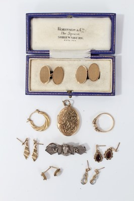 Lot 5-Pair 9ct gold cufflinks, 9ct gold oval locket and other jewellery