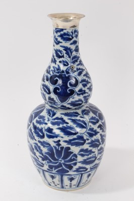 Lot 16-19th century Chinese porcelain blue and white double gourd shape vase