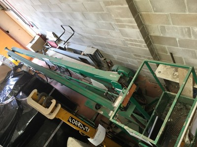 Lot 4-NIFTYLIFT SWL 175 trailed cherry picker, Serial No. 120 292 B, year of manufacture 88, Safe working load 175kg, in green painted finish