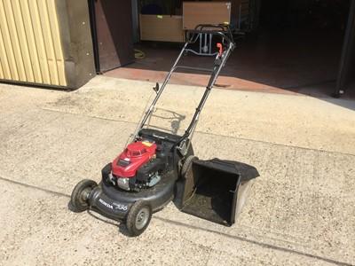 Lot 6-Honda HRH 536 Pro Hydrostatic Petrol lawnmower with grass box