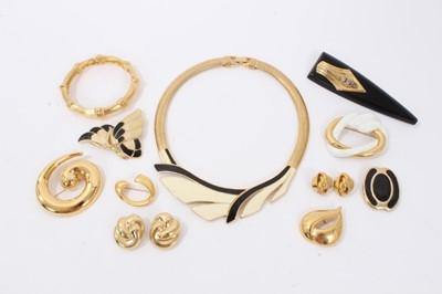 Lot 16 - Group vintage gilt metal costume jewellery