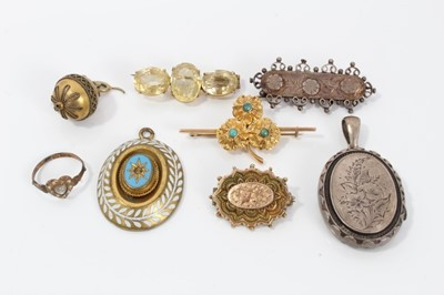 Lot 11-Group of Victorian jewellery to include a moonstone and seed pearl heart-shape ring, two Victorian gold brooches and five other Victorian items