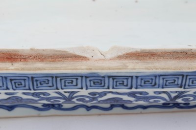 Lot 1 - Chinese blue and white 'Dragon' box and cover, Wanli six-character mark
