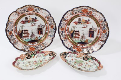Lot 71 - An unusual pair of Masons Ironstone shell shaped dishes, and a similar pair of plates
