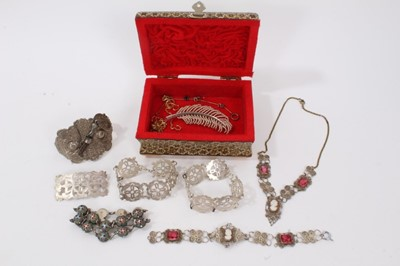 Lot 19 - Lot silver and other jewellery