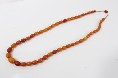 Lot 16-Old amber bead necklace with a string of graduated butterscotch beads