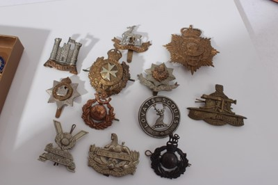 Lot 247-Group of cap badges and military buttons to include King's Own Malta Regiment, Inniskilling Fusiliers and Cameron Highlanders (qty)