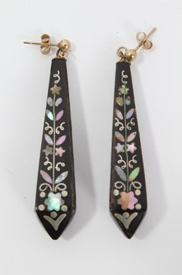 Lot 8-Pair of 19th century piqué work earrings with mother of pearl floral decoration, 50mm length
