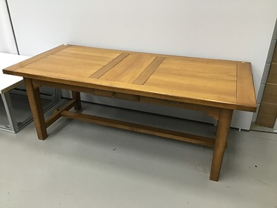 Lot 64 - Large oak extending kitchen table with two extra leaves on square taper legs