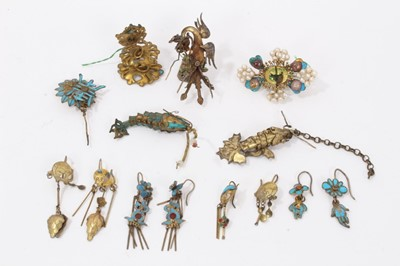Lot 7 - Old Chinese gilt metal and kingfisher feather earrings and jewellery parts