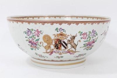 Lot 88 - Late 19th century Samson porcelain armorial bowl