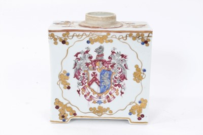Lot 41 - Large Samson Armorial Chinese-style porcelain tea caddy