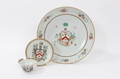 Lot 56 - Antique 18th century Chinese Armorial porcelain items, including a tea bowl and saucer, finely painted en grisaille, the crest with a motto reading 'Virtus Sibi Praemium', along with a famille rose...
