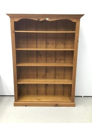 Lot 69 - Floor standing pine bookcase
