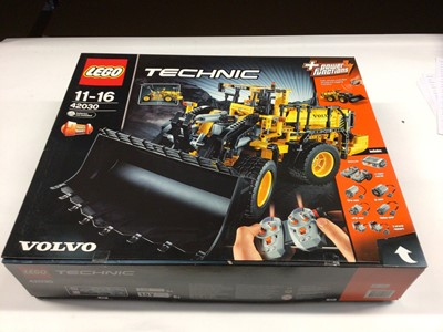Lot 49 - Lego Technic 42030 Volvo Wheel Loader with instructions, Boxed
