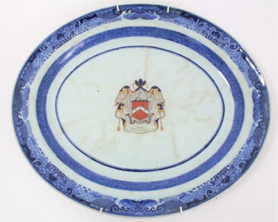 Lot 83 - Late 18th century Chinese export armorial porcelain platter, with central enamelled armorial and underglaze blue pattern to border, 40cm across