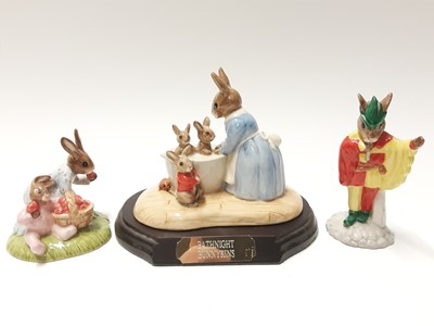 Lot 106 - Royal Doulton Bunnykins Limited Edition On Line DB 238 1983/2500, Bath Night DB241 3690/5000 with plinth, Liberty Bell DB257 971/2000, Old King Cole DB458  138/500, Minstrel DB211 1005/2500 & Straw...