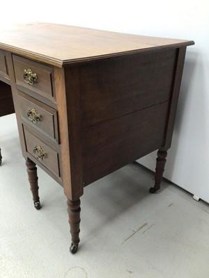 Lot 31 - Edwardian mahogany kneehole desk