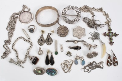 Lot 15 - Group silver jewellery to include Victorian and later brooches, bangle, chains, pendants, earrings etc