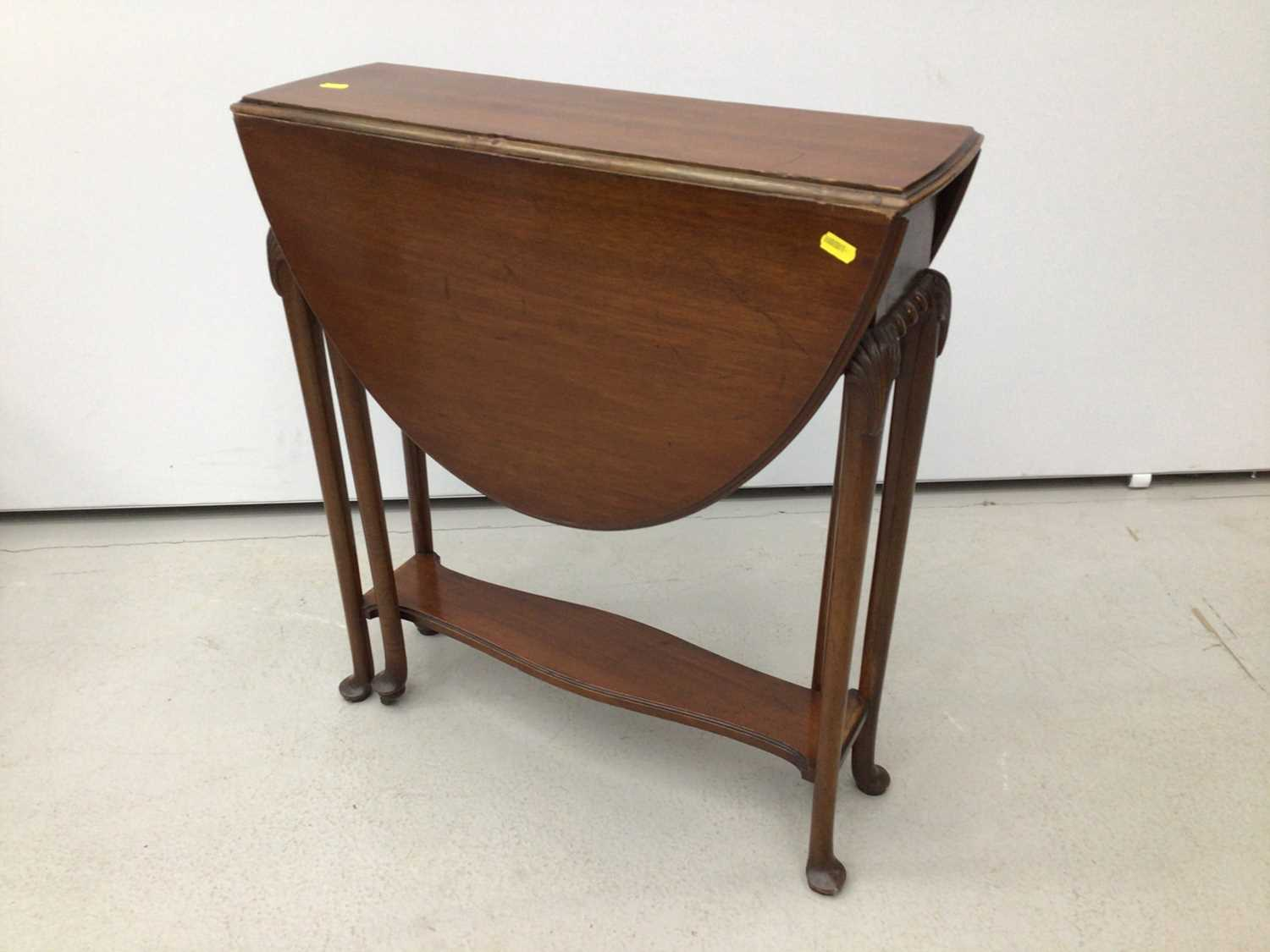 Lot 21 - Mahogany oval Sutherland table on turned legs, 61cm opening to 83cm x 68cm high