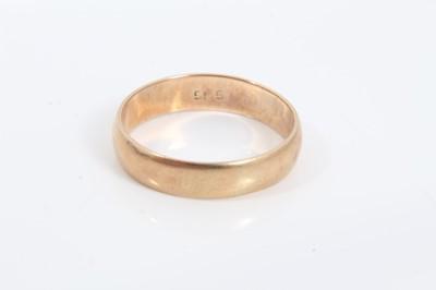 Lot 7 - 14ct gold wedding ring (stamped 585)