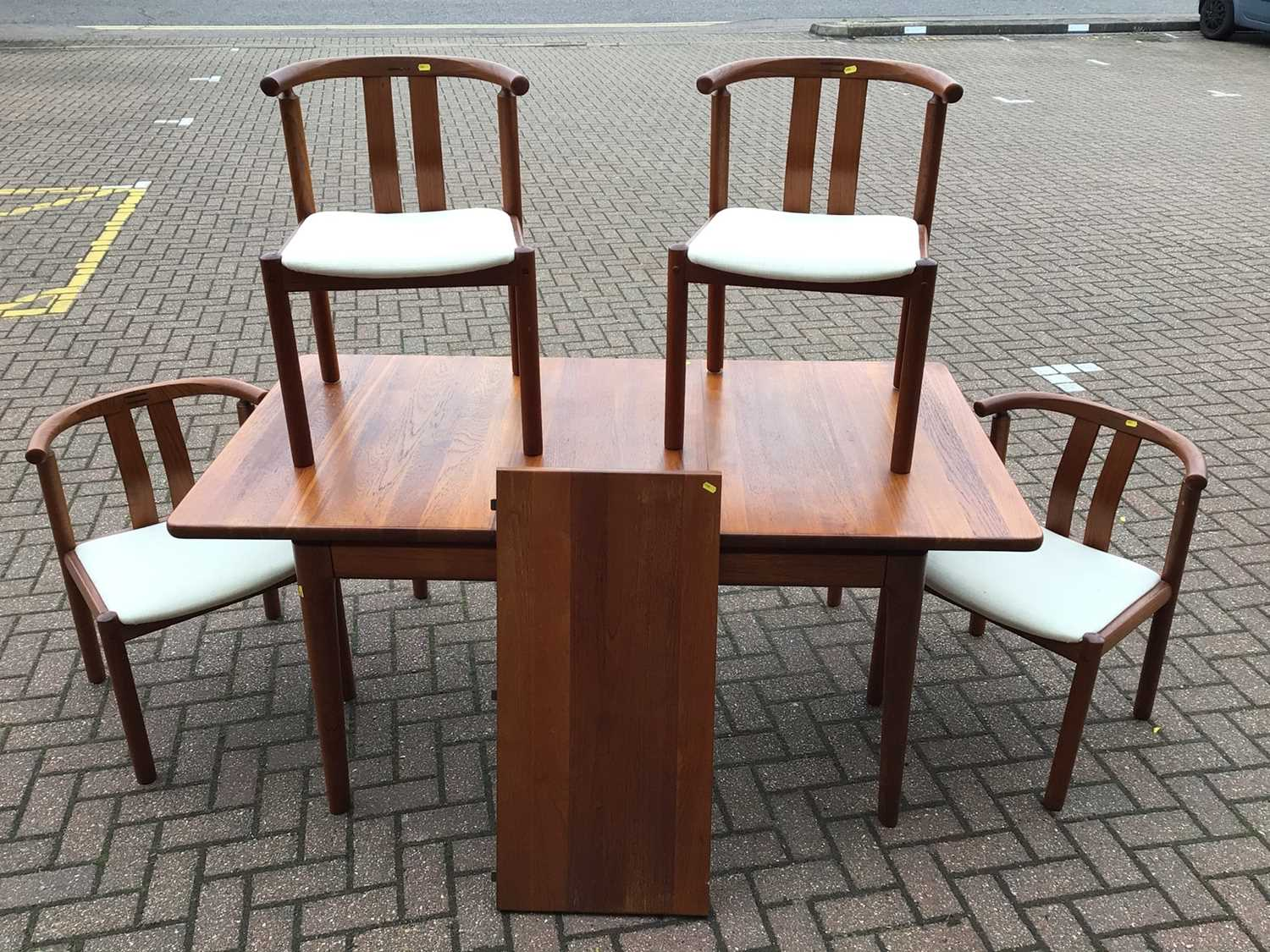 Lot 68 - Mid century Danish Glostrup teak extending dining table approx 120cm x 90cm with two extra leaves 42cm with set of four matching chairs