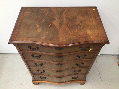 Lot 92 - Georgian style mahogany serpentine fronted chest of five long graduated drawers, 76cm wide, 49cm deep, 103cm high