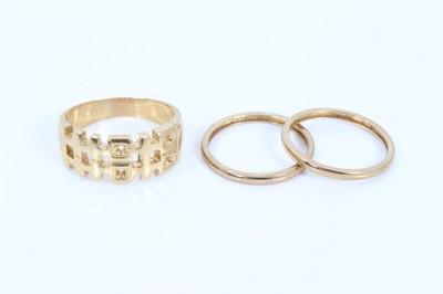 Lot 89 - Three 9ct gold rings