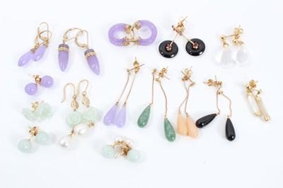 Lot 90 - Fifteen gold mounted hard stone earrings