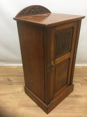 Lot 937 - Early 20th century mahogany bedside cupboard, by Maples