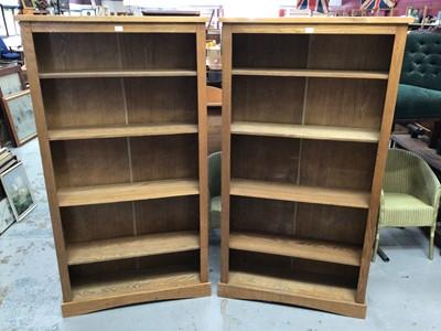 Lot 866 - Pair contemporary light oak effect bookcase with four shelves H177, W95, D29cm