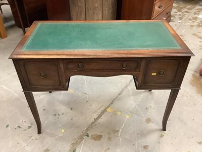Lot 912 - Edwardian mahogany kneehole writing desk
