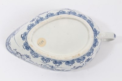 Lot 46 - Worcester sauceboat, circa 1770, painted in underglaze blue with the Doughnut Tree pattern, 18cm long
