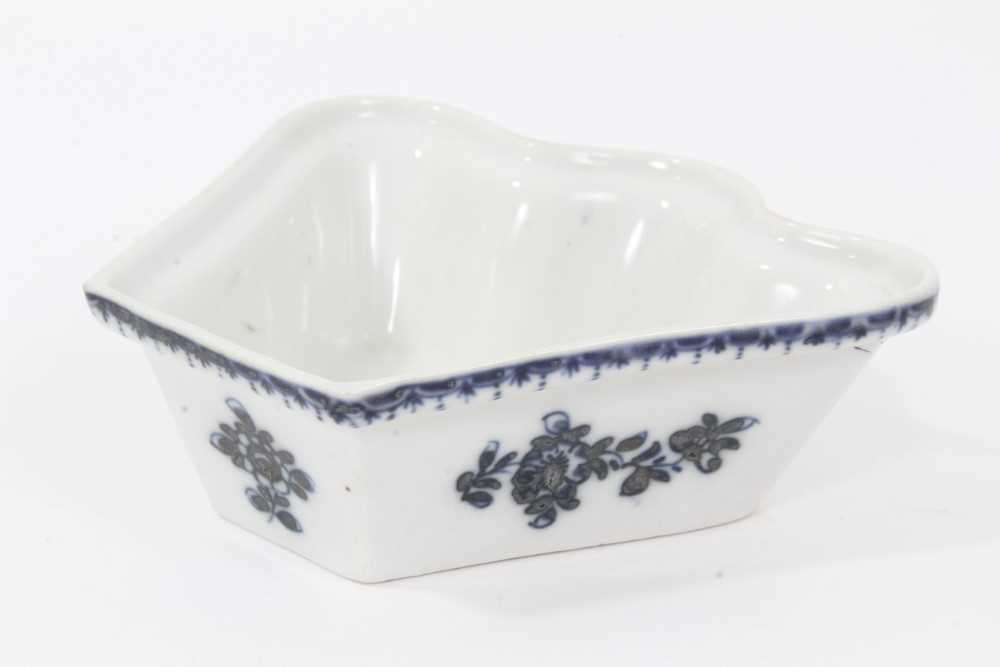 Lot 51 - Plymouth blue and white fan-shaped hors d'oeuvres dish, circa 1770, decorated with floral sprays with a patterned rim, 12cm across